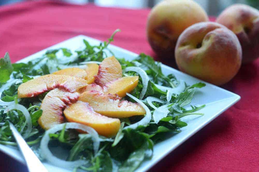 Peach, Onion, and Arugula Salad | paleoscaleo.com